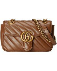 Gucci Minibolso de hombro de matelassé GG Marmont - Marrón