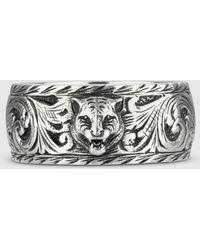 Gucci Schmaler Ring aus Silber mit Felinekopf - Mettallic