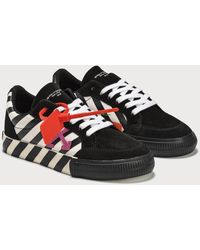 Off-White c/o Virgil Abloh Canvas Arrows Low Vulcanized Sneaker - Black
