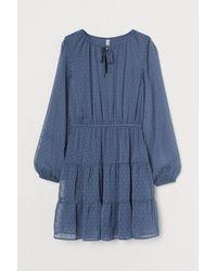 H&M Kleid aus Plumetis-Chiffon - Blau