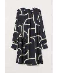 H&M - Robe en satin à motif - Lyst