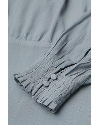 H&M Kleid mit plissiertem Kragen - Grau