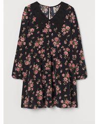 H&M Kleid mit Spitzenkragen - Schwarz