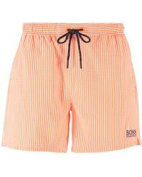 BOSS by HUGO BOSS Bañador tipo shorts corto a rayas con logo en contraste - Naranja