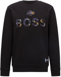 BOSS by HUGO BOSS X NBA Relaxed-Fit Sweatshirt mit buntem Branding - Schwarz
