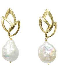 Alison Fern Jewellery Ella Coin Pearl Leaf Earrings - Metallic