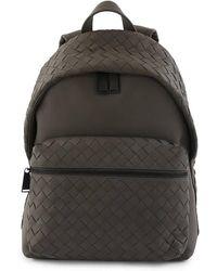 Bottega Veneta Mens Intrecciato Leather Backpack In Grey - Black