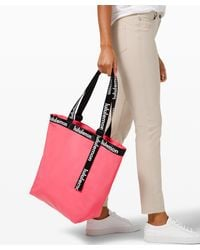 lululemon athletica The Rest Is Written Tote 24.5l Online Only - Pink