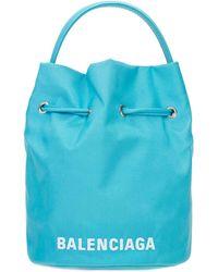 Balenciaga Sac Seau En Tissu Technique Recyclé - Bleu