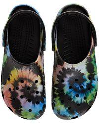 Crocs™ Klassische Sandalen Mit Batikdruck - Schwarz
