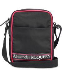 Alexander McQueen Bolso messenger con logo estampado - Negro