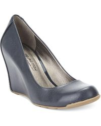 Kenneth Cole Reaction Did U Tell Wedge Pumps - Blue