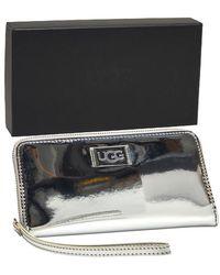 UGG Wrist Strap Clutch Metallic Zilver