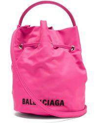 Balenciaga ウィール Xs キャンバスバケットバッグ - ピンク