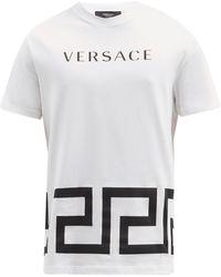 Versace T-shirt en jersey de coton à imprimé logo et Greca - Blanc