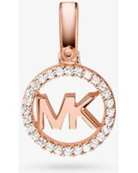 Michael Kors - Adorno de logotipo de plata de ley con chapado en metales preciosos e incrustaciones - Lyst