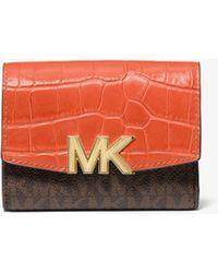 Michael Kors Brieftasche Karlie Medium Aus Leder Mit Krokodilprägung Und Logostoff - Orange
