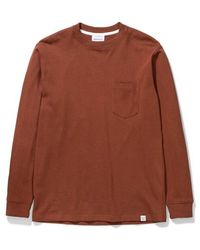 Norse Projects Johannes Pocket Ls Madder - Marrone