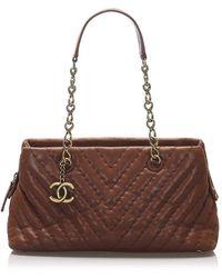 Chanel Chevron Leather Shoulder Bag - Marron
