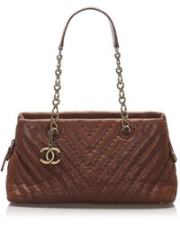 Chanel Chevron Leather Shoulder Bag - Bruin