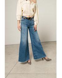 Silvian Heach Jeans a zampa con fondo sfrangiato - Blu