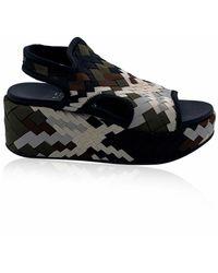 Ferragamo Woven Fabric Wedge Sandals Us 7 Eu 37.5 - Zwart