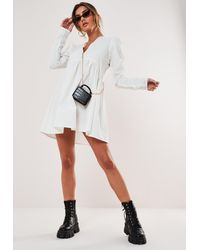 Missguided Blanc Robe à smocks en popeline à col en v boutonnée
