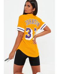 ed2dba9929ab11 Missguided - Mitchell   Ness Yellow Lakers Crew Neck T Shirt - Lyst