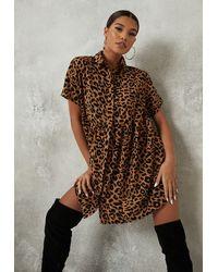 Missguided Brun Robe à smocks marron à imprimé léopard tall