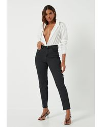 Missguided Petite Riot Mom Jeans mit Comfort-Stretch - Schwarz