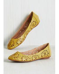 Machi Footwear - Live In The Momentum Flat In Dandelion - Lyst