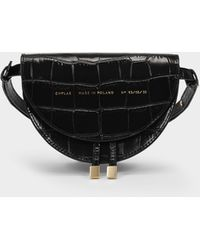 Chylak Mini Tasche Saddle aus schwarzem kroko-geprägtem Leder
