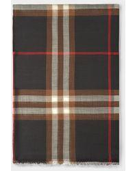 Burberry Schal mit Giant Check aus Wolle- und Seidengemisch in schwarz und braun