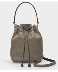 Stella McCartney Sac Seau Small Bucket en Eco Nylon Khaki - Neutre