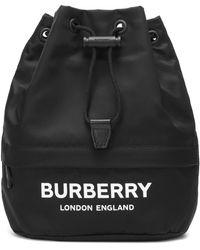 Burberry Beuteltasche aus ECONYL® mit -Logo und Zugbandverschluss - Schwarz