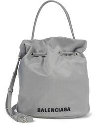 Balenciaga Bolso saco Wheel Small de nylon - Gris