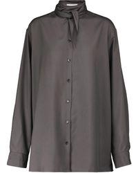 Lemaire Blusa de seda con lazada en el cuello - Gris