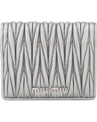 Miu Miu Portemonnaie aus Matelassé-Leder - Mettallic