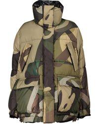 Sacai X KAWS Steppjacke mit Camouflage-Print - Grün