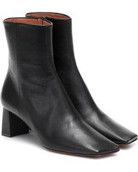 Vetements Boomerang Leather Ankle Boots - Black