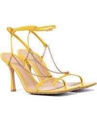 Bottega Veneta Sandalias Stretch de piel con cadena - Amarillo