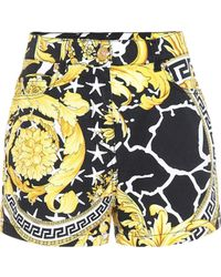 Versace Shorts De Denim De Algodón Con Estampado - Multicolor