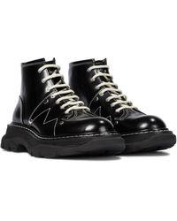 Alexander McQueen Ankle Boots aus Leder - Schwarz