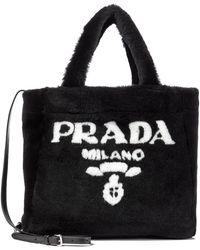 Prada - Borsa in shearling con logo - Lyst