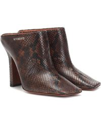Vetements Boomerang Snake-effect Leather Mules - Brown