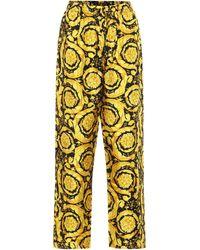 Versace Bedruckte Hose aus Seide - Gelb