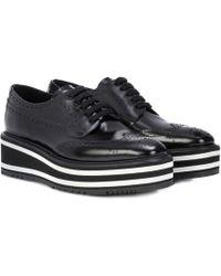 Prada Zapatos de cuero calado Wingtip con plataforma - Negro