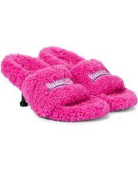 Balenciaga Sandalen aus Faux Shearling - Pink