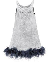 Miu Miu Minikleid Aus Besticktem Denim Mit Federbesatz - Grau