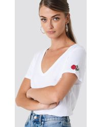 NA-KD - V-neck Rose Embroidery Tee - Lyst